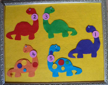 Dinosaur Felt Stories and Activities for preschool and kindergarten